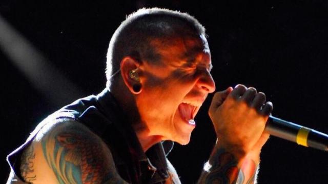 Jamie Bennington, hijo del fallecido cantante de Linkin Park muestra su talento