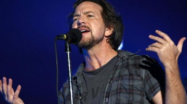 Eddie Vedder coverea 'Personal Jesus' de Depeche Mode