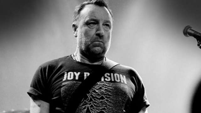 Peter Hook extraña a Ian Curtis y a New Order