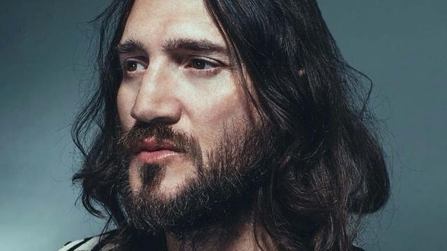 John Frusciante regresa en el tema 'Crowded'