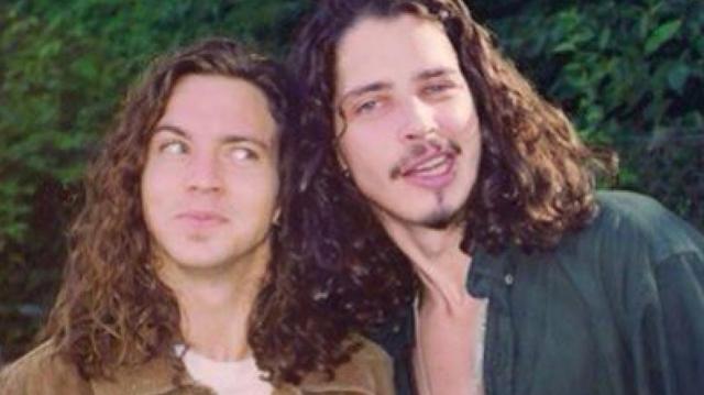 Eddie Vedder rinde tributo a Chris Cornell