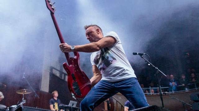 Peter Hook y su misión de tocar en vivo todas las canciones de Joy Division y New Order