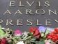 Miles visitan tumba de Elvis Presley