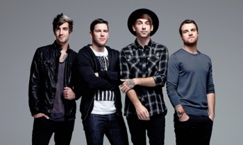All Time Low estrenan 'Last Young Renegade'