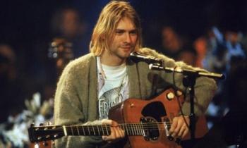 Subastan cardigan de Kurt Cobain que usó en el MTV Unplugged de Nirvana